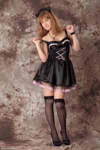 http://img138.imagevenue.com/loc350/th_623244479_Silver_Sandrinya_maid_3_019_122_350lo.jpg