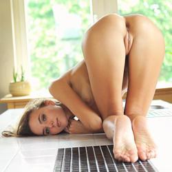 http://img138.imagevenue.com/loc387/th_563245987_MetArt_Asnite_Mango_A_medium_0094_123_387lo.jpg