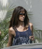 th_04848_halle_berry_at_ann_sacks_tile_store_15may07_22_122_484lo.jpg