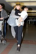 http://img138.imagevenue.com/loc590/th_177298162_Hilary_Duff_arriving_at_LAX18_122_590lo.jpg